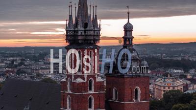 Wieze Kosciola Mariackiego, Basilique Des Tours De Sainte Marie, Stare Miasto, Vieille Ville, Cracovie, Cracovie