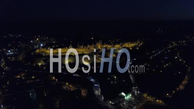 Vieille Ville De Carcassonne Illuminée à La Tombée De La Nuit, Vidéo Drone