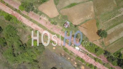 Route Dans Le Village De Champassak, Vue Du Drone