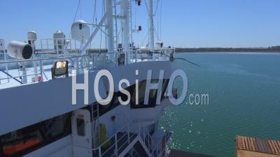 Cargo En Cours De Déchargement Au Port, Vidéo Drone