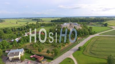 Belle Vue Aérienne Du Château De Rundale Et Des Jardins En Lettonie - Vidéo Drone