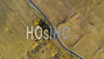Survoler La Route Goudronnée - Vidéo Drone