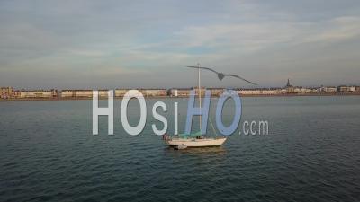 Voilier Au Large De Weymouth Dorset Drone Vidéo Angleterre Du Sud - Vidéo Drone