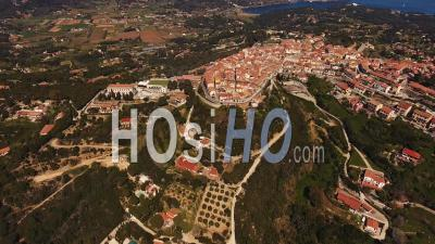 Village De Capoliveri, Parc National De L'archipel Toscan De La Mer Tyrrhénienne, île D'elbe En Toscane, Italie - Vidéo Drone