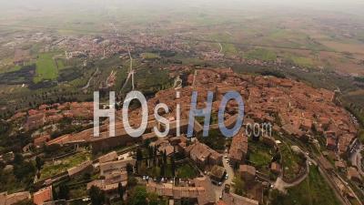 Vidéo Aérienne Du Village De Cortona Parmi Les Collines De Toscane, Italie, 4 Km - Vidéo Drone