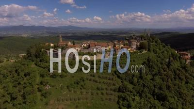 Images Aériennes, Une Ancienne Petite Ville De Civitella Dans Le Val Di Chiana Près D'arezzo En Toscane, Italie, 4k - Vidéo Drone