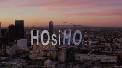 Vue Aérienne De Los Angeles Flyinglos Angeles En Californie Sur Le Centre-Ville à L'aube - Vidéo Drone