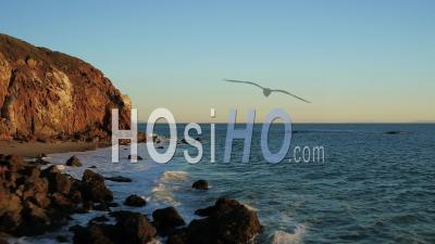 Malibu California Voler à Basse Altitude Autour De Point Dume. - Vidéo Drone