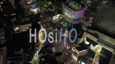 Japon Tokyo Vue Aérienne Birdseye Voler Autour De Nuit Célèbre Zone D'intersection De Shibuya - Vidéo Drone