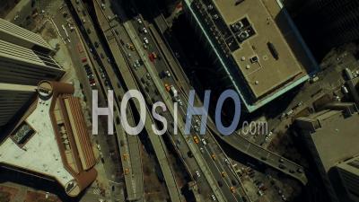 Plan Vertical De New York, États-Unis, États-Unis, Regardant Vers Le Bas Dans Le Quartier Financier De Manhattan En Direction Sud-Est - Vidéo Drone