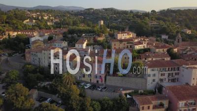 Village Of Tourrettes, Circular View At Sunrise - Vidéo Drone