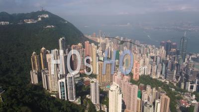 Hong Kong Survolant Le Quartier Central Avec Vue Sur La Ville. - Vidéo Drone
