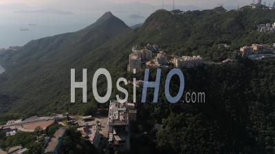 Hong Kong Survol De La Zone The Peak Avec Vue Sur Le Paysage Urbain. - Vidéo Drone
