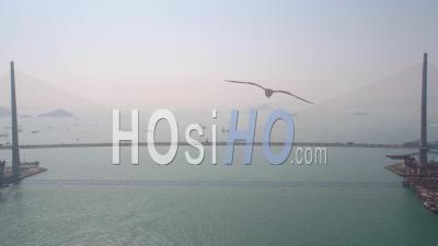 Hong Kong Volant Bas Sur Le Pont Des Tailleurs De Pierre Sur La Mer - Vidéo Drone