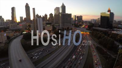 Autoroute Menant Au Centre-Ville D'atlanta. Georgia Usa - Vidéo Drone