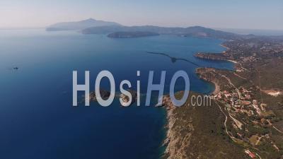 Parc National De L'archipel Toscan De La Mer Tyrrhénienne, Île D'elbe - Toscane, Italie - Vidéo Drone