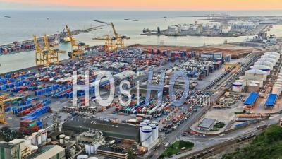 Accéléré Du Chantier Naval De Barcelone, Espagne. - Vidéo Drone