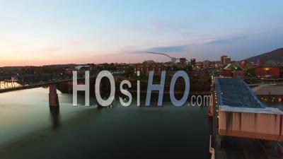 Vue Aérienne Du Lever Du Soleil Sur Chattanooga Au Tennessee - Vidéo Drone