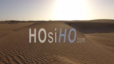 Traces De Voitures Dans La Dune De Sable, Faible Lumière, Désert De Namib
