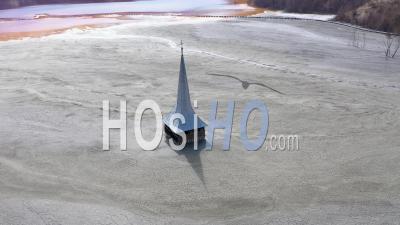 Lac Pollué Par Les Eaux Usées D'une Mine De Cuivre En Roumanie - Vidéo Drone