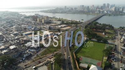 Abidjan Plateau Depuis La Riviera - Vidéo Drone