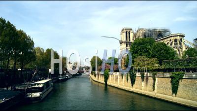 Cathédrale Notre-Dame De Paris Incendiée - Time-Lapse Réalisé Dans Le Périmètre De Sécurité - Vidéo Drone