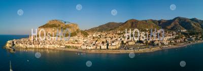 Cefalu Au Coucher Du Soleil - Vu Par Drone - Photographie Aérienne