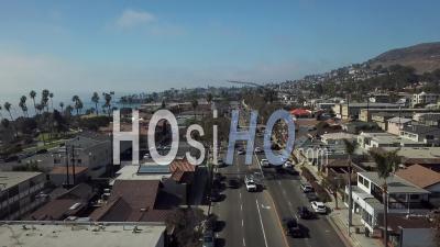 Survol De La Rue De Laguna Beach, Californie - Vidéo Drone