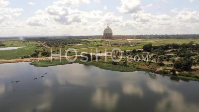Lac Yamoussoukro Et Basilique – Vidéo Drone