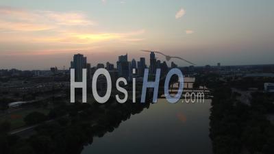 Vue Aérienne De La Ville D'austin à La Tombée De La Nuit -Vidéo Drone