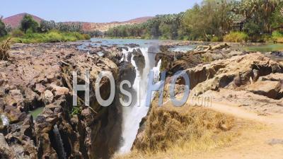 Vue Aérienne Sur Les Chutes D'epupa à La Frontière De L'angola Et De La Namibie, Afrique - Vu Par Drone
