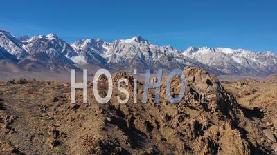 Aerial View Of The Snow Capped Eastern Sierra Nevada Mountains And Mount Whitney In Snow Winter Near Lone Pine, California - Vidéo Drone