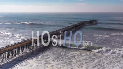 Aerial View Over Huge Waves Rolling In Over A California Pier In Ventura California During A Big Winter Storm Suggests Global Warming And Sea Level Rise Or Tsunami - Vidéo Drone