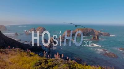 Une Belle Vue Aérienne De La Côte Révèle La Côte De Big Sur En Californie Centrale - Vidéo Drone