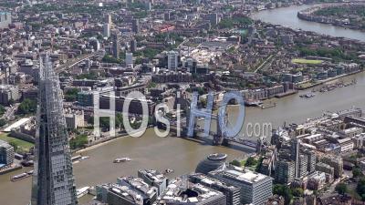 Le Shard, Le Tower Bridge Et Le Quai St Katherine à Londres, Filmés Par Hélicoptère