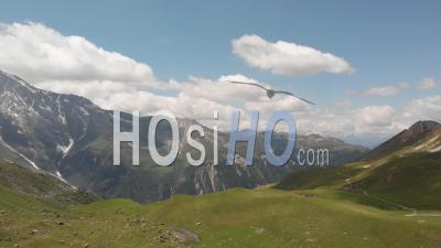 Paysage Alpin à La Saison Estivale - Vidéo Drone