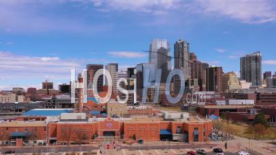 Vue Aérienne Du Quartier Des Affaires Du Centre-Ville De Denver Colorado Et établissement De La Ligne D'horizon - Vu D'un Drone