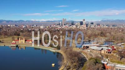 Vue Aérienne Du Centre-Ville De Denver, Au Colorado, Du Grand Lac Au Parc De La Ville - Vidéo Drone