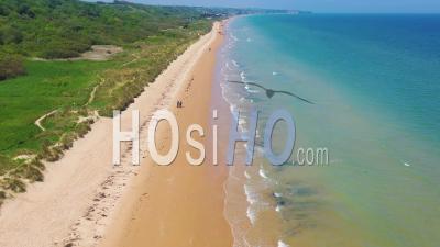 Vue Aérienne Sur Omaha Beach, Normandie, France, Site De La Deuxième Guerre Mondiale, Invasion Alliée Par Le Jour J - Vidéo Drone