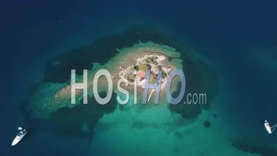 Île De La Chapelle De Poros - Vidéo Drone