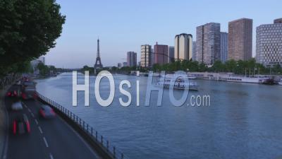 France, Paris, Berges Et Front De Seine Sur Quai Andre Citroen Et Tour Eiffel, Ile De France