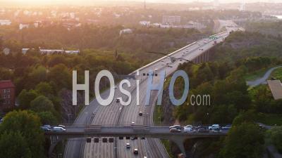 Highway Traffic On Essingeleden In Central Stockholm During Sunset, Stockholm- Vidéo Drone