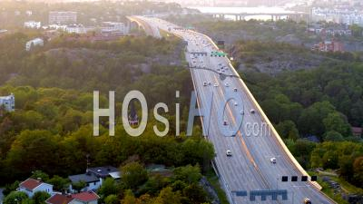 Highway Traffic On Essingeleden In Central Stockholm During Sunset, Stockholm- Vidéo Drone