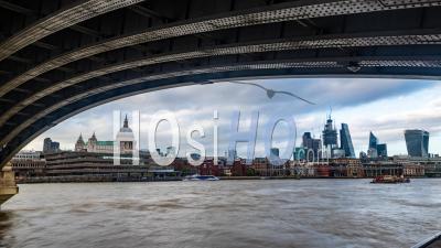 Les Toits De La Ville De Londres Et De La Cathédrale Saint-Paul Encadrés Par Le Pont Blackfriars