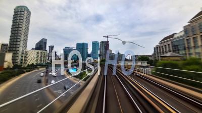 Les Docklands à Londres En Mouvement à Partir D'un Train En Mouvement Rapide, Pov Hyperlapse