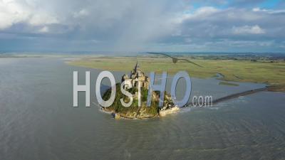 Vue Aérienne Du Mont Saint-Michel Avec Arc-En-Ciel - Vidéo Drone
