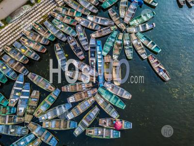 View From Above Rowing Boat Parked At Hoa Lu ,Tam Coc , Vietnam - Drone Point Of View - Photographie Aérienne