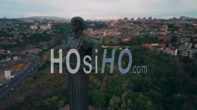 Vidéo Aérienne Autour De La Statue De La Mère Arménie Dans La Capitale, Erevan - Vidéo Par Drone