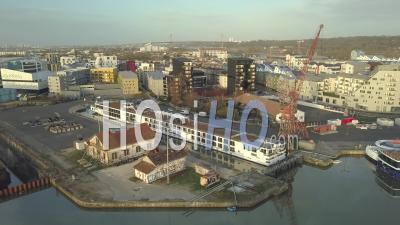 Vue D'un Bateau Dans Le Bassin Des Inondations, Bordeaux - Vidéo Par Drone