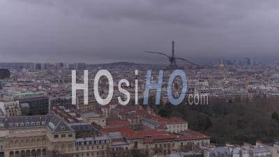 De La Tour Eiffel à La Tour Montparnasse - Toits De Paris - Panoramique - Vidéo Drone